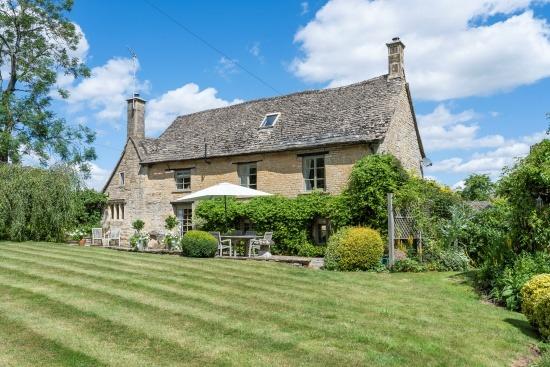 Old Farmhouse Barton